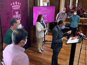 el alcalde, la delegada de presidencia y técnicos municipales en la presentación de proyectos edusi